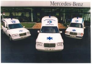 Devant notre partenaire Mercedes-Benz